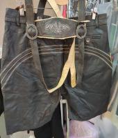 Баварские шорты Ледерхозен из кожи вид сзади. Обхват  по ремню 100 см.