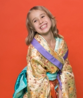 Золотое японское кимоно для девочки в прокат