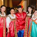 Сотрудники фитнес-клуба Зебра в русских сарафанах и народных костюмах в аренду