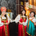 Девушки хостесс в русских народных сарафанах в аренду