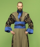 moskostumer.ru костюм самурая в чёрном исполнении с синими манжетами в прокат