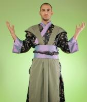 moskostumer.ru костюм самурая в чёрном исполнении с фиолетовыми манжетами в прокат