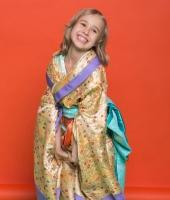 moskostumer.ru японское золотое кимоно для девочки