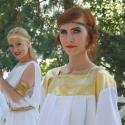 Девушки в греческих туниках