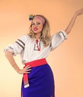 Украинский женский национальный костюм с синей плахтой