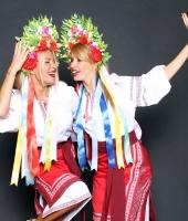 Украинские женские национальные костюмы с красной плахтой