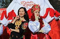 Масленица в русских народных костюмах