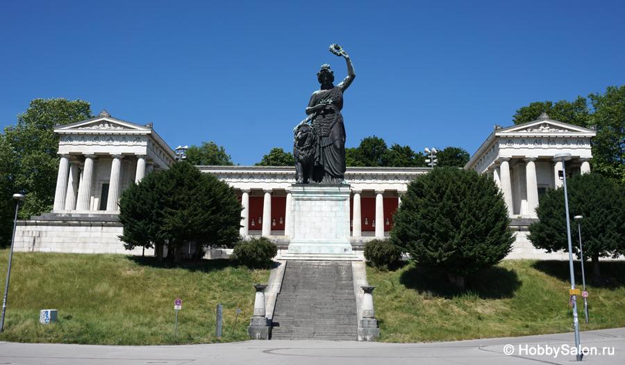 Статуя «Бавария» у Зала славы в Мюнхене.